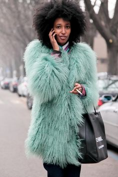 She is a former model, but Julia Sarr Jamois is best known for her personal style. As a fashion editor at Wonderland magazine she visits the international Fur Fashion, Fashion Editor, Fashion Week, Womens Fashion, Fashion Trends, Street Style, Street Chic, Julia Sarr Jamois, Vogue