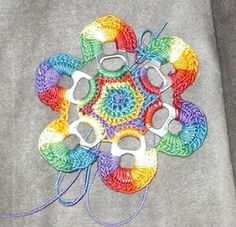 Pull Tab Crochet Flowers Free Pattern And Video Soda Tab Crafts, Can Tab Crafts, Tape Crafts, Crochet Flower Patterns, Crochet Flowers, Crochet Leaves, Crochet Crafts, Crochet Projects, Pop Top Crochet