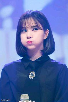 Kpop Girl Groups, Korean Girl Groups, Kpop Girls, See Through Bangs, Cute Girls, Cool Girl, Curled Bob, G Friend, Beautiful Asian Girls