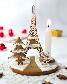 gingerbread Christmas tree and Eiffel tower centerpiece--unlikely that I will ever make this, I just love knowing it exists Gingerbread Christmas Tree, Noel Christmas, Christmas Treats, Christmas Baking, Winter Christmas, All Things Christmas, Gingerbread Cookies, Christmas Cookies, Christmas Decorations