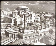 Fransız Antoine Helbert'in koleksiyonunda sunulan Bizans'ın İstanbul'u adlı tarihsel grafikler medeniyetin büyüklüğü ve bir o kadar görkeml...