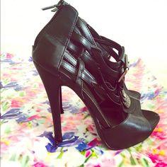 Black high heels Black high heel sandals.  Great condition. Sheikh Shoes Heels