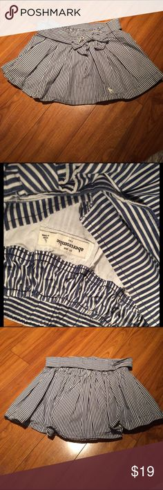 Abercrombie & Fitch striped skirt A white and blue striped skirt from Abercrombie & Fitch. Only worn a couple of times and it has a bow tie but it can be taken off. Offers are welcome Abercrombie & Fitch Skirts