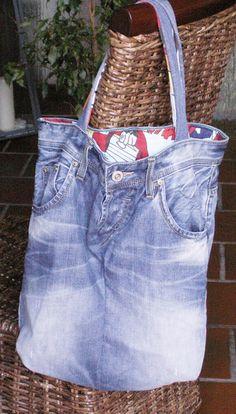 Jeans- Upcycling- Tasche mit Comic- Innenfutter von Bonitolino auf DaWanda.com