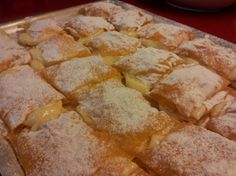 Milhojas de pasta filo y crema My Recipes, Sweet Recipes, Bread Machine Recipes, Canapes, Cakes And More, Fondant, Biscuits, Sweets, Cookies