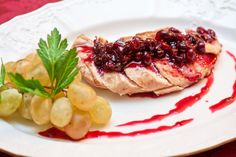 This Chicken with Wine and Cranberries is Easy and Flavorful