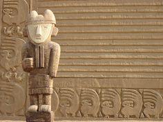 Statue in Chan Chan ruins, Chan Chan – Peru.