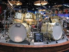 Gold-on-White PEARL DRUMS Kit