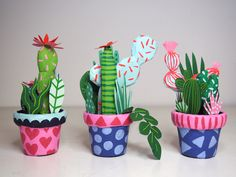 Kim Sielbeck's Paper Cacti to Hold in the Palm of Your Hand – Cactus Decoration Cactus, Cactus Craft, Diy And Crafts, Crafts For Kids, Art For Kids, Paper Plants, Paper Mache Sculpture, Craft Night, Colored Paper