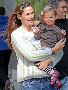 Celeb mom, Jennifer Garner, and her daughter, Violet are practically twins!