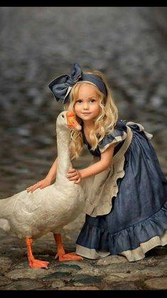 A girl and her goose Precious Children, Beautiful Children, Beautiful Babies, Animals For Kids, Cute Baby Animals, Cute Kids, Cute Babies, Belle Photo, Children Photography