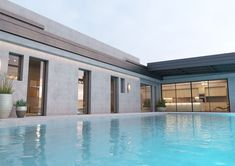Renowned for its innovative approach and its elegant products, Salinox creates whatever is needed for a projects that involves aluminum and glass. Glass Roof, Innovation, Skylights, Mansions, Crystals, Elegant, House Styles, Outdoor Decor, Youtube