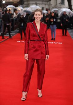 The best celebrity style from the weekend - HarpersBAZAARUK Celebrity Red Carpet, Celebrity Dresses, Celebrity Style, Star Party, Celebs, Celebrities, Nice Dresses, Style Me, Suit Jacket