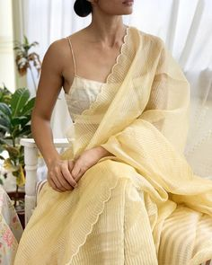 Saree Blouse Patterns, Saree Blouse Designs, Indian Dresses, Indian Outfits, Indian Clothes, Sari Bluse, Indische Sarees, Indie Mode, Saree Trends