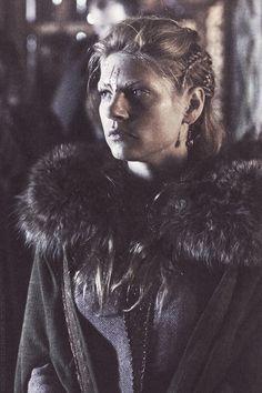 Katheryn Winnick as Lagertha (Vikings) Lagertha Lothbrok, Vikings Lagertha, Lagertha Hair, Vikings Tv Series, Vikings Tv Show, Katheryn Winnick Vikings, Viking Hair, Medieval Hair, Viking Series