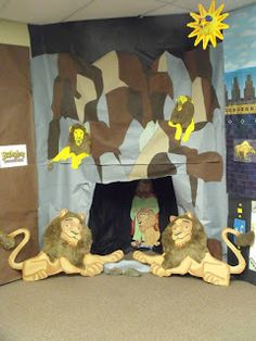 Room decorating idea for Daniel & the Lion's Den // Bible Fun For Kids: Daniel Bible Story Crafts, Bible School Crafts, Bible Crafts For Kids, Preschool Bible, Sunday School Rooms, Sunday School Lessons, Sunday School Crafts, Daniel And The Lions, Children's Church Crafts