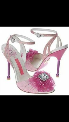 These are super cute! They look like they came right off Barbie's feet!!