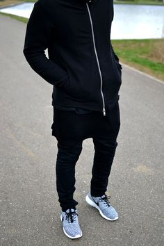 This is it! Black & Black. Nike. Roshe. Fresh. Love it! Slim. Youth. Fresh. Simple. Schedvin.