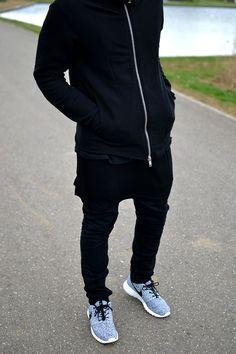 This is it! Black & Black. Nike. Roshe. Fresh. Love it! Slim. Youth. Fresh. Simple. Schedvin.