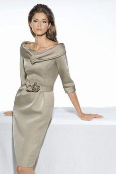 Vestido de madrina realizado en otoman y manga fracesa. Se realiza a medida y en diferentes colores. Colección Teresa Ripoll Consultar precio o pedir una cita