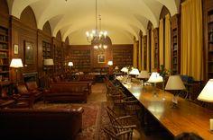 Adams House Library, Harvard University.