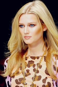 Picture of Toni Garrn uploaded by supernova on We Heart It Art Of Beauty, Beauty Makeup, Toni Garrn, Provocateur, Beautiful Models, Supermodels, Fashion Models, Fashion Photography, Glamour