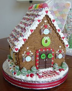 Amazing Gingerbread Houses | These gingerbread houses are amazing!
