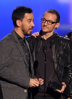 Mike Shinoda Photos Photos: The American Music Awards - Show Chester Bennington, Charles Bennington, Rock Artists, Music Artists, Rock N Roll, Dead By Sunrise, Joe Hahn, Rob Bourdon, Linkin Park Chester