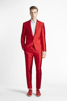 Simply Red - Calvin Klein Where would anyone wear this? Colour aside - very nice cut and fit. - I like red but this is a bit much All Fashion, Mens Fashion, Fashion Trends, Beautiful Suit, Simply Red, 1 Oz, Popular Pins, Swagg, Mens Suits
