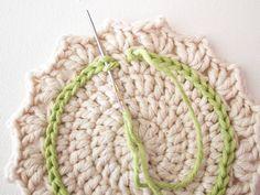 Make a Set of Five Ombre Crocheted Coasters - Tuts+ Crafts & DIY Tutorial Crochet Circle Pattern, Free Crochet Doily Patterns, Mug Rug Patterns, Crochet Circles, Crochet Round, Love Crochet, Crochet Gifts, Crochet Motif, Double Crochet