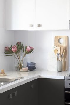 Sugar and spice - two tone kitchen with white wall cupboards and dark grey base cupboards. Kitchen Reno, New Kitchen, Kitchen Dining, Kitchen Remodel, Kitchen Cabinets, Kitchen Ideas, Wall Cupboards, Wordpress, Black Kitchens