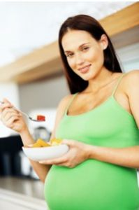 Pregnant women should pay special attention to their diet. The diet before and during pregnancy should be rich in calories, proteins, vitamins and minerals. Healthy Pregnancy Food, Pregnancy Nutrition, Pregnancy Health, Healthy Mummy, Get Healthy, Healthy Eating, Healthy Foods, Pregnancy Labor, Pregnancy Workout