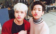 """A unsolo un par de semanas para el comeback de GOT7, los integrantes Jackson y BamBam ofrecieron a los fans un par de pistas sobre lo que pueden esperar. El 30 de septiembre, los chicos aparecieron en una transmisión de Naver V Live donde se comunicaron con fans. Los dos declararon: """"Hemos venido hoy para …"""