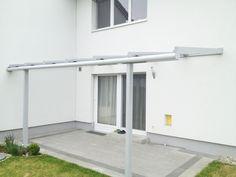 Überdachung mit filigranen Profilen und Glas. Mehr Ideen für deinen Windschutz auf deiner Terrasse gibt's bei uns unter www.fenster-schmidinger.at/projekte