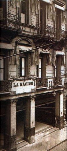 El edificio del diario La Nación, en su primitiva ubicación en la calle San Martín.