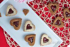 Ovsené sušienky plnené domácim raw džemom | fitrecepty.sk Stevia, Biscotti, Gingerbread Cookies, Waffles, Cheesecake, Sugar, Breakfast, Desserts, Fitness