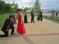 Ok it would be just the first pose but it would be everybody so we'd all be lined up and all the guys would be down on one knee kissing their girl's hand Prom Pictures Couples, Homecoming Pictures, Prom Couples, Dance Pictures, Couple Pictures, Prom Picture Poses, Prom Poses, Picture Ideas, Prom Photography Poses