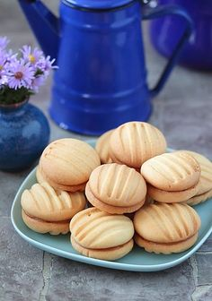 Biscuits à la fourchette You are in the right place about Arabic sweets phyllo dough Here we offer y French Macaroon Recipes, French Macaroons, Chef Recipes, Food Network Recipes, Cooking Recipes, Arabic Sweets, Arabic Food, Algerian Recipes, Phyllo Dough