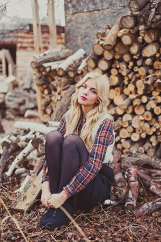 Cute fall ideas for photo shoots. Cute Engagement outfit ideas for fall engagement pictures. Autumn Photography, Senior Photography, Portrait Photography, Fashion Photography, Lumberjack Style, Urban Outfitters Style, Fall Senior Pictures, Senior Picture Outfits, Senior Girls