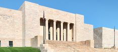 Art DecoJoslyn Memorial(the name Joslyn Art Museum was adopted in 1987)opened its doors in 1931.