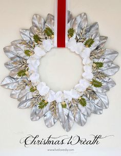 How to make a beautiful Christmas wreath in just a few simple steps!