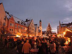 Weihnachtsmarkt Aichach in Bayern Christmas market Bavaria Germany -- repinned by www.mybestgermanrecipes.com