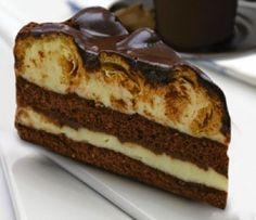 Μια τούρτα που πραγματικά έλειπε από το συνταγολόγιο μου. Τούρτα προφιτερόλ. Αυτό το υπέροχο γλύκισμα που όλοι λατρεύουμε, τώρα και σε τούρτα. Με μοναδικό γλάσο σοκολάτας,Τούρτες προφιτερόλ θα βρείτε πολλές, σαν αυτή, μόνο μια!! Δοκιμάστε