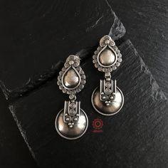 Silver Earrings With Pearls Info: 5832239889 Silver Jewellery Indian, Tribal Jewelry, Silver Jewelry, Silver Rings, Jewelry Design Earrings, Jewelry Box, Jewelery, Diy Jewellery, Oxidised Jewellery