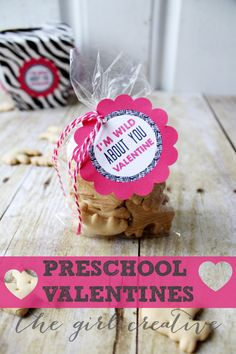 Preschool Valentines + Free Printable - Adorable Animal Cracker Valentines - perfect for preschoolers and kindergarteners.