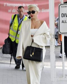 Lady Gaga Celebrity Outfits, Celebrity Look, Lady Gaga Outfits, Friends Like Family, Queen, Celebs, Celebrities, Hermes Birkin, Put On
