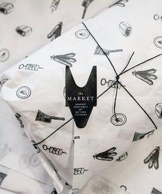 Packaging creativo para entregar prendas textiles personalizadas