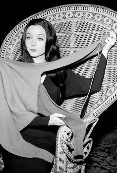 Morticia Addams (Carolyn Jones) knitting a multi-armed sweater The Addams Family 1964, Addams Family Tv Show, Adams Family, Morticia Adams, Gomez And Morticia, Rare Pictures, Celebrity Pictures, Charles Addams, Carolyn Jones