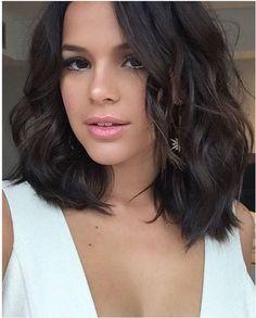 Bruna Marquezine posta selfie poderosa e ganha elogios