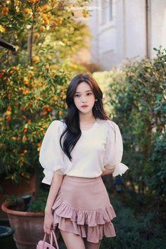 my girlfriend is beautiful - sarapan - Halaman 2 - Wattpad Korean Girl Fashion, Korean Fashion Trends, Korean Street Fashion, Asian Fashion, Pretty Asian, Cute Blouses, How To Look Classy, Korean Outfits, Ulzzang Girl